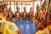 Монахи монастыря Намгьял исполняют ритуальный танец подношения земли для строительства мандалы Калачакры. Лех, Ладак, штат Джамму и Кашмир, Индия. 4 июля 2014 г. Фото: Мануэль Бауэр.