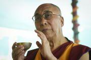Его Святейшество Далай-лама проводит ритуалы освящения и подготовки пространства перед посвящением Калачакры. Лех, Ладак, штат Джамму и Кашмир, Индия. 6 июля 2014 г. Фото: Мануэль Бауэр.