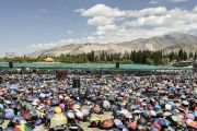 Более ста тысяч человек слушают предварительные учения Его Святейшества Далай-лама для посвящения Калачакры. Лех, Ладак, штат Джамму и Кашмир, Индия. 7 июля 2014 г. Фото: Мануэль Бауэр.