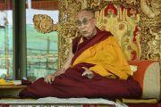 Его Святейшество Далай-лама дарует учения, предваряющие посвящение Калачакры. Лех, Ладак, штат Джамму и Кашмир, Индия. 8 июля 2014 г. Фото: Манэуль Бауэр.