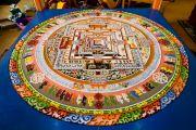 На шестой день учений работа над строительством мандалы Калачакры завершена. Лех, Ладак, штат Джамму и Кашмир, Индия. 8 июля 2014 г. Фото: Манэуль Бауэр.