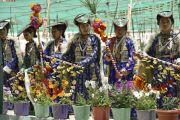 Ладакцы исполняют национальный танец во время ритуала подношения танца в седьмой день 33-х учений Калачакры. Лех, Ладак, штат Джамму и Кашмир, Индия. 9 июля 2014 г. Фото: Мануэль Бауэр.