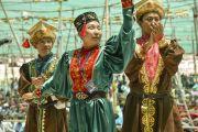 Выступление артистов из Калмыкии во время ритуала подношения танца в седьмой день 33-х учений Калачакры. Лех, Ладак, штат Джамму и Кашмир, Индия. 9 июля 2014 г. Фото: Мануэль Бауэр.