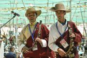 Музыканты исполняют национальную тибетскую песню во время ритуала подношения танца в седьмой день 33-х учений Калачакры. Лех, Ладак, штат Джамму и Кашмир, Индия. 9 июля 2014 г. Фото: Мануэль Бауэр.