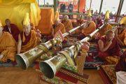Монахи монастыря Намгьял играют на трубах во время проведения ритуалов утром седьмого дня 33-х учений Калачакры. Лех, Ладак, штат Джамму и Кашмир, Индия. 9 июля 2014 г. Фото: Мануэль Бауэр.