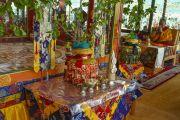 Его Святейшество Далай-лама читает ритуальный молитвы в седьмой день 33-х учений Калачакры. Лех, Ладак, штат Джамму и Кашмир, Индия. 9 июля 2014 г. Фото: Мануэль Бауэр.
