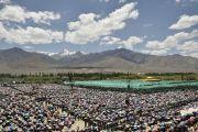 Вид на площадку, где Его Святейшество Далай-лама дарует 33-и учения и посвящение Калачакры. Лех, Ладак, штат Джамму и Кашмир, Индия. 10 июля 2014 г. Фото: Мануэль Бауэр.