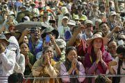 Участники посвящения прощаются с Его Святейшеством Далай-ламой по окончании девятого дня учений Калачакры. Лех, Ладак, штат Джамму и Кашмир, Индия. 11 июля 2014 г. Фото: Мануэль Бауэр.