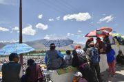Вид на площадь, где Его Святейшество Далай-лама дарует 33-е посвящение Калачакры. Лех, Ладак, штат Джамму и Кашмир, Индия. 12 июля 2014 г. Фото: Мануэль Бауэр.