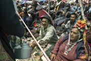 Раздача чая участникам 33-го посвящения Калачакры. Лех, Ладак, штат Джамму и Кашмир, Индия. 12 июля 2014 г. Фото: Мануэль Бауэр.