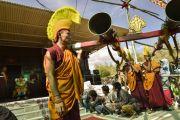 Монахи звуками труб призывают государственного оракула Нечунга в заключительный день 33-го учения Калачакры. Лех, Ладак, штат Джамму и Кашмир, Индия. 13 июля 2014 г. Фото: Мануэль Бауэр.