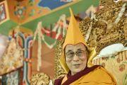 Его Святейшество Далай-лама во время церемонии подношения пуджи долгой жизни в заключительный день 33-го учения Калачакры. Лех, Ладак, штат Джамму и Кашмир, Индия. 13 июля 2014 г. Фото: Мануэль Бауэр.