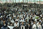 Сотрудники и волонтеры, работавшие на 33-м учении Калачакры, слушают Его Святейшество Далай-ламу. Лех, Ладак, штат Джамму и Кашмир, Индия. 15 июля 2014 г. Фото: Мануэль Бауэр.