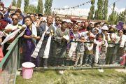 Проводы Его Святейшества Далай-ламы в монастыре Рудок в Чогламсаре неподалеку от Леха. Ладак, штат Джамму и Кашмир, Индия. 15 июля 2014 г. Фото: Мануэль Бауэр.