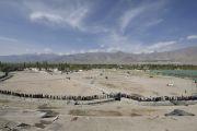 Тысячи людей стоят в очереди, чтобы увидеть песочную мандалу Калачакры. Лех, Ладак, штат Джамму и Кашмир, Индия. 14 июля 2014 г. Фото: Мануэль Бауэр.