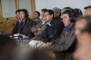 Члены ладакского горного совета по развитию слушают выступление Его Святейшества Далай-ламы