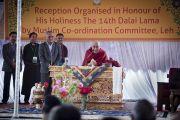 Его Святейшество Далай-лама выступает на встрече с координационным советом мусульман в Лехе. Ладак, штат Джамму и Кашмир, Индия. 16 июля 2014 г. Фото: Тензин Чойджор (офис ЕСДЛ).