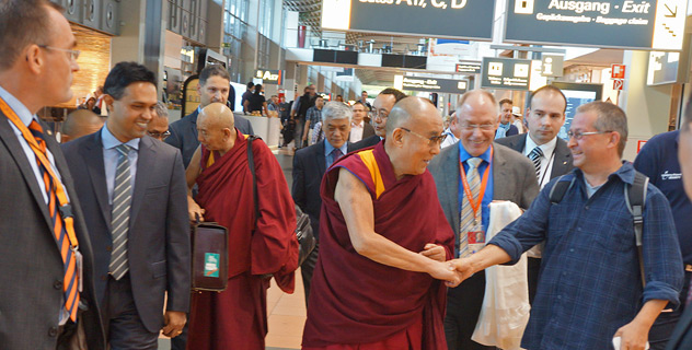 Его Святейшество Далай-лама прибыл в Гамбург