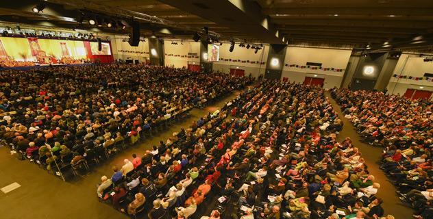 Дээрхийн Гэгээнтэн Далай Ламын Гамбург дэх номын айлдвар эхлэв. Герман, Гамбург. 2014.08.24.