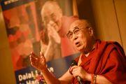 Его Святейшество Далай-лама беседует с журналистами. Гамбург, Германия. 23 августа 2014 г. Фото: Мануэль Бауэр
