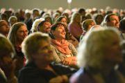 Во время послеполуденной лекции Его Святейшества Далай-ламы. Гамбург, Германия. 23 августа 2014 г. Фото: Мануэль Бауэр