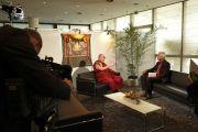"Его Святейшество Далай-лама дает интервью Матиасу фон Хейну с телеканала ""Дойче Велле"". Гамбург, Германия. 23 августа 2014 г. Фото: Мануэль Бауэр"