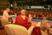 Вид на зал гамбургского конгресс-холла во время послеполуденной лекции Его Святейшества Далай-ламы. Гамбург, Германия. 23 августа 2014 г. Фото: Мануэль Бауэр