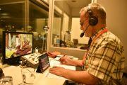 Переводчик на английский, Тензин Цепак, во время первого дня учений Его Святейшества Далай-ламы. Гамбург, Германия. 24 августа 2014 г. Фото: Мануэль Бауэр.