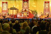 Его Святейшество Далай-лама дарует посвящение Авалокитешвары. Гамбург, Германия. 26 августа 2014 г. Фото: Мануэль Бауэр.