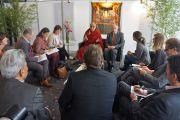 Его Святейшество Далай-лама на встрече с ведущими немецкими журналистами. Гамбург, Германия. 26 августа 2014 г. Фото: Мануэль Бауэр.