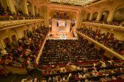 В концертном зале Ляйсхалле состоялась встреча Его Святейшества Далай-ламы с более чем 1600 тибетцами, живущими в Германии, и членами гамбургской группы поддержки Тибета. Гамбург, Германия. 26 августа 2014 г. Фото: Мануэль Бауэр.