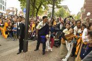 Толпа поклонников ожидает выхода Его Святейшества Далай-ламы из концертного зала Ляйсхалле. Гамбург, Германия. 26 августа 2014 г. Фото: Мануэль Бауэр.
