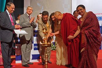 Далай-лама провел беседу о светской этике c членами Индийской торговой палаты