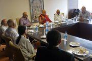 Его Святейшество Далай-лама на встрече с сотрудниками больницы Лиливати. Мумбаи, Индия. 17 сентября 2014 г. Фото: Тензин Чойджор (офис ЕСДЛ)