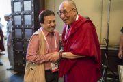 Его Святейшество Далай-лама и раввин Эзекиль Исаак Меликар перед началом встречи представителей разных духовных традиций. Дели, Индия. 20 сентября 2014 г. Фото: Тензин Чойджор (офис ЕСДЛ)