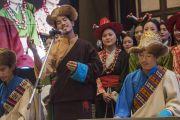Группа из Тибетского института исполнительских искусств поет песню о религиозной гармонии, написанную специально по случаю встречи представителей разных духовных традиций, проходящей по инициативе Его Святейшества Далай-ламы. Дели, Индия. 20 сентября 2014 г. Фото: Тензин Чойджор (офис ЕСДЛ)