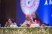 Пуджья Свами Чидананд Сарасвати выступает на первой пленарной сессии в первый день двухдневной межрелигиозной встречи, проходящей по инициативе Его Святейшества Далай-ламы. Дели, Индия. 20 сентября 2014 г. Фото: Тензин Чойджор (офис ЕСДЛ)