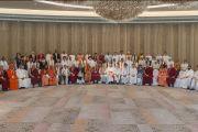 Групповая фотография делегатов двухдневной межрелигиозной встречи, проходящей по инициативе Его Святейшества Далай-ламы. Дели, Индия. 20 сентября 2014 г. Фото: Тензин Чойджор (офис ЕСДЛ)