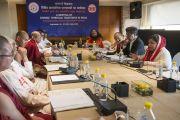 Обсуждение в небольших группах в первый день двухдневной межрелигиозной встречи, проходящей по инициативе Его Святейшества Далай-ламы. Дели, Индия. 20 сентября 2014 г. Фото: Тензин Чойджор (офис ЕСДЛ)
