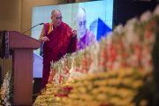 Его Святейшество Далай-лама выступает на церемонии закрытия межрелигиозной встречи, проводившейся в Дели по его инициативе. Дели, Индия. 21 сентября 2014 г. Фото: Тензин Чойджор (офис ЕСДЛ)