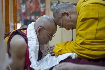 В главном тибетском храме Дхарамсалы провели молебен о долголетии Далай-ламы
