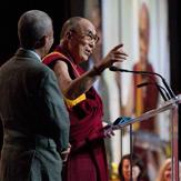 В Ванкувере Далай-лама принял участие в беседах о воспитании сердца