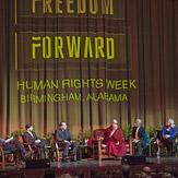 В Бирмингеме Далай-лама встретился с тибетцами, принял участие в межрелигиозном диалоге и прочел лекцию о светской этике