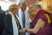 Его Святейшество Далай-лама с мэром Бирмингема и его женой во время посещения баптистской церкви на 16-й улице. США, Бирмингем, штат Алабама. 25 октября 2014 г. Фото: Лиза Коул