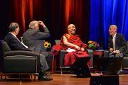 """Его Святейшество Далай-лама и другие эксперты на конференции """"Нейропластичность и исцеление"""" в Бирмингемском университете Алабамы. США, Бирмингем, штат Алабама. 25 октября 2014 г. Фото: Сонам Зоксанг"""