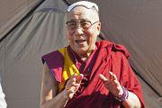 """Его Святейшество Далай-лама читает публичную лекцию """"Светская этика в наши дни"""" на стадионе """"Риджентс Филд"""". 26 октября 2014 г. США, Бирмингем, штат Алабама. Фото: Лиза Коул"""