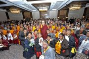 По окончании встречи Его Святейшество Далай-лама сфотографировался с членами тибетской общины. 26 октября 2014 г. США, Бирмингем, штат Алабама. Фото: Сонам Зоксанг