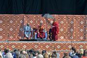 """Его Святейшество Далай-лама читает публичную лекцию """"Светская этика в наши дни"""" на стадионе """"Риджентс Филд"""". 26 октября 2014 г. США, Бирмингем, штат Алабама. Фото: Сонам Зоксанг"""