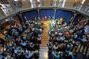 Его Святейшество Далай-лама беседует со студентами Принстонского университета о служении в Зеленой библиотеке ректора. 28 октября 2014 г. Нью-Джерси, США. Фото: Сонам Зоксанг