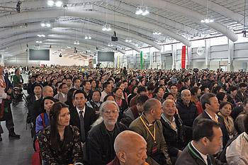 Перед отъездом из Нью-Йорка Далай-лама обратился к тибетскому сообществу и встретился с китайскими студентами